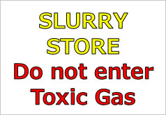 SLURRY STORE Do not enter Toxic Gasの貼り紙画像